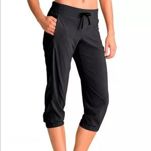 Athleta La Viva Capri Pants Womens Size 6 Black